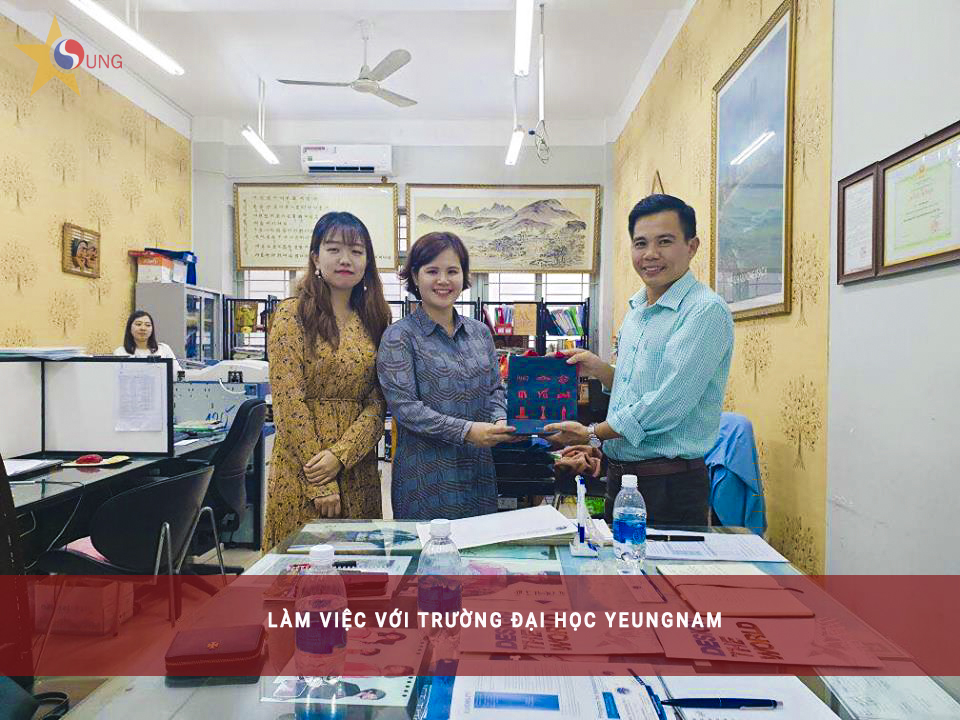 asung-lam-viec-voi-truong-yeungnam-han-quoc
